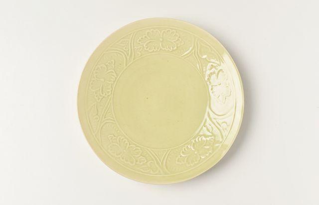阿部春弥 もえぎ陽刻牡丹文5.5寸皿