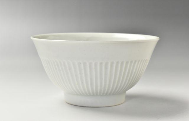 阿部春弥 白磁しのぎ麺鉢