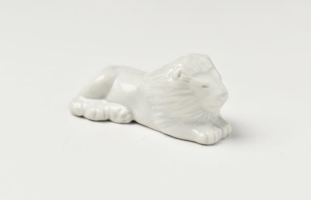 阿部春弥 白磁箸置ライオン
