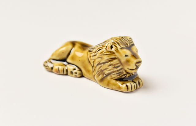 阿部春弥 黄磁箸置ライオン