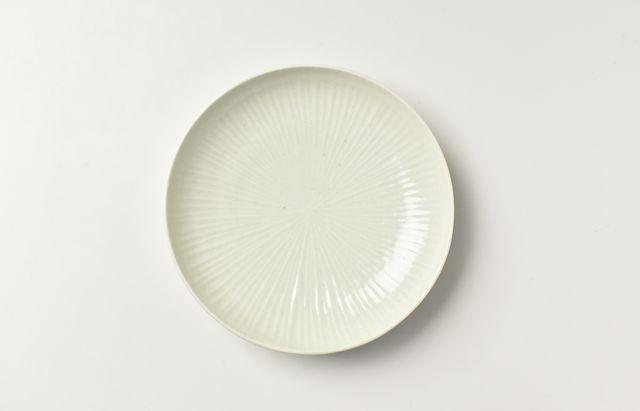 阿部春弥 白磁陽刻線5.5寸皿