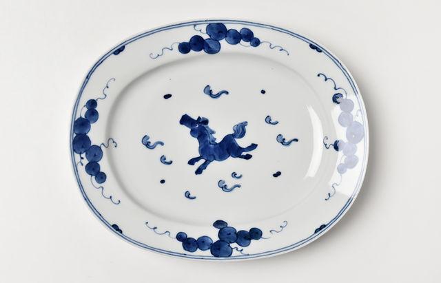 吉岡将弐 飛び馬文リム付楕円盛皿【H】