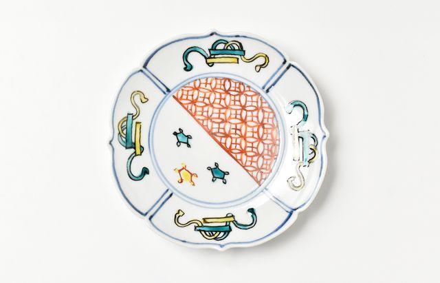 山本恭代 ◆色絵割取巻物図輪花皿