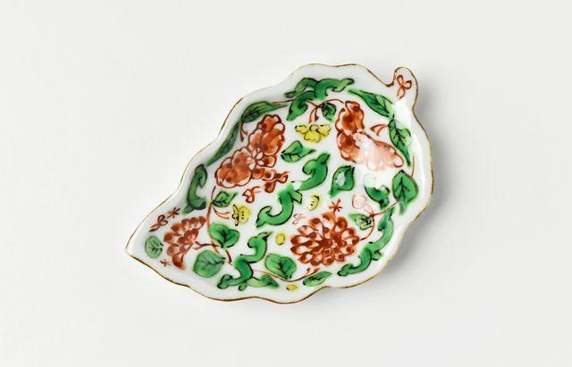 浦陽子 赤絵唐草文葉型小皿