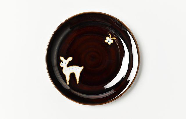 中町いずみ あめ釉4.5寸皿(鹿とてふてふ)