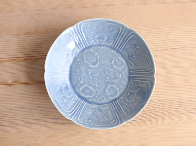 稲村真耶 湖水釉印刻蓮文6寸浅鉢