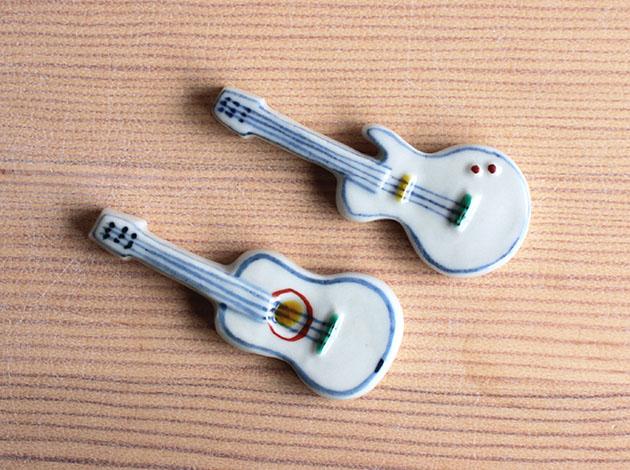重田良古 色絵箸置き ギター2種