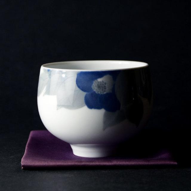 【共箱付】染付椿文碗 (AH-189) 作家「本多亜弥」
