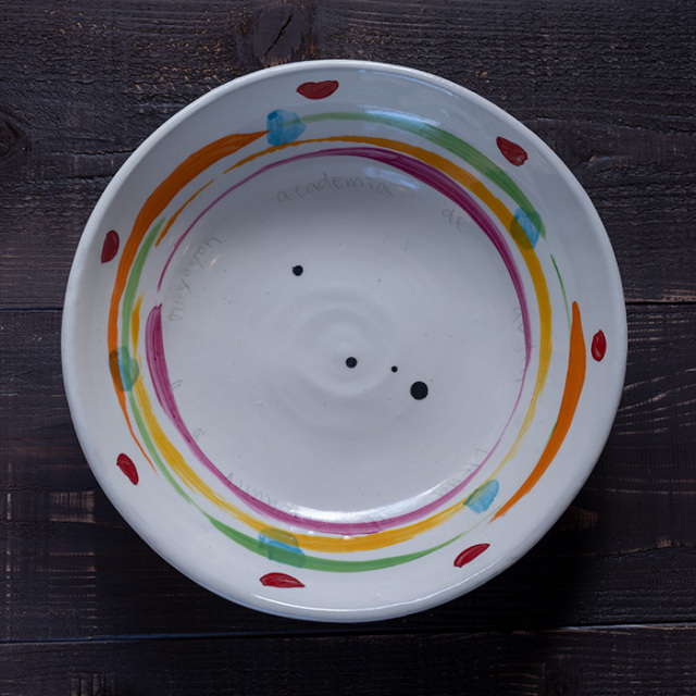 色絵自由な曲線掛け大皿作家「吉岡萬理」