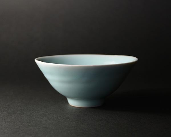 青白磁平茶碗 (共箱付) 作家「市川博一」