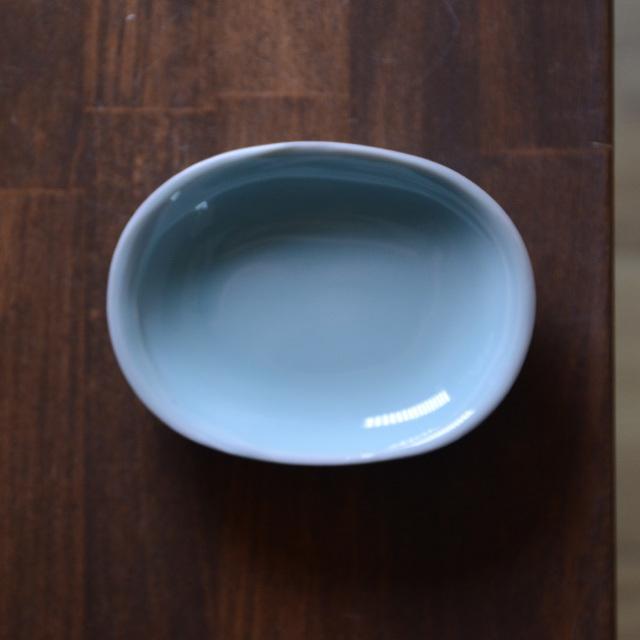 青白磁楕円小皿(IH-040)  作家「市川博一」