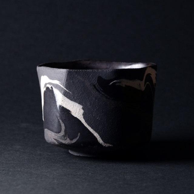 【共箱付】彩墨流茶碗 -黒白-(JS-632) 作家「瀬津純司」