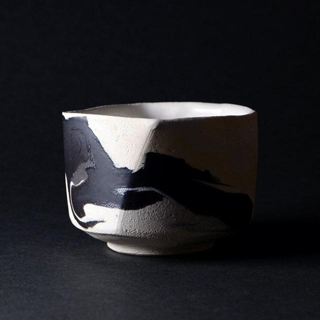 【共箱付】彩墨流茶碗 -白黒-(JS-634) 作家「瀬津純司」