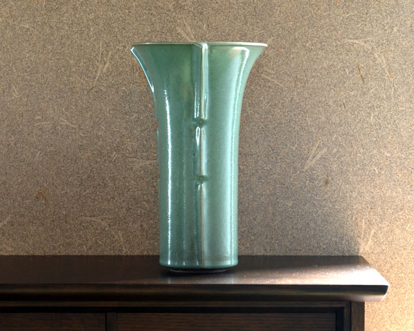 美濃翡翠三筋花瓶(木箱付) 林隆一郎