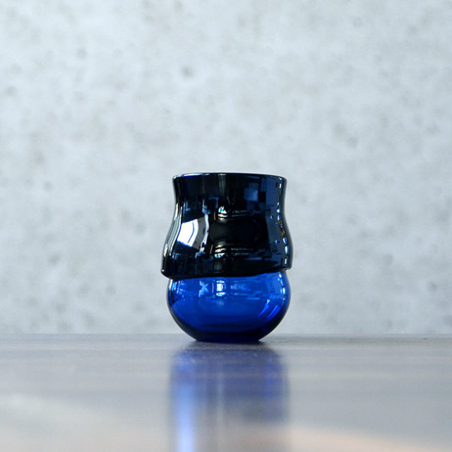 """ガラス DOMAKI """"Blue"""" ぐい呑(SI-042) 作家「飯田将平」"""