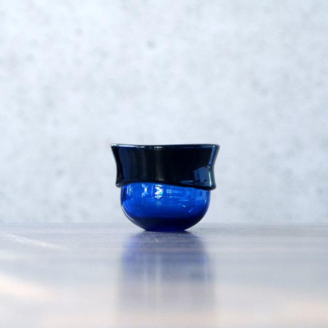 """ガラス DOMAKI """"Blue"""" ぐい呑(SI-044) 作家「飯田将平」"""
