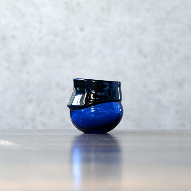 """ガラス DOMAKI """"Blue"""" ぐい呑(SI-045) 作家「飯田将平」"""