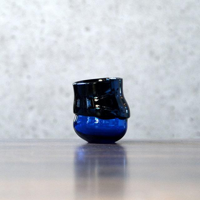 """ガラス DOMAKI """"Blue"""" ぐい呑(SI-047) 作家「飯田将平」"""