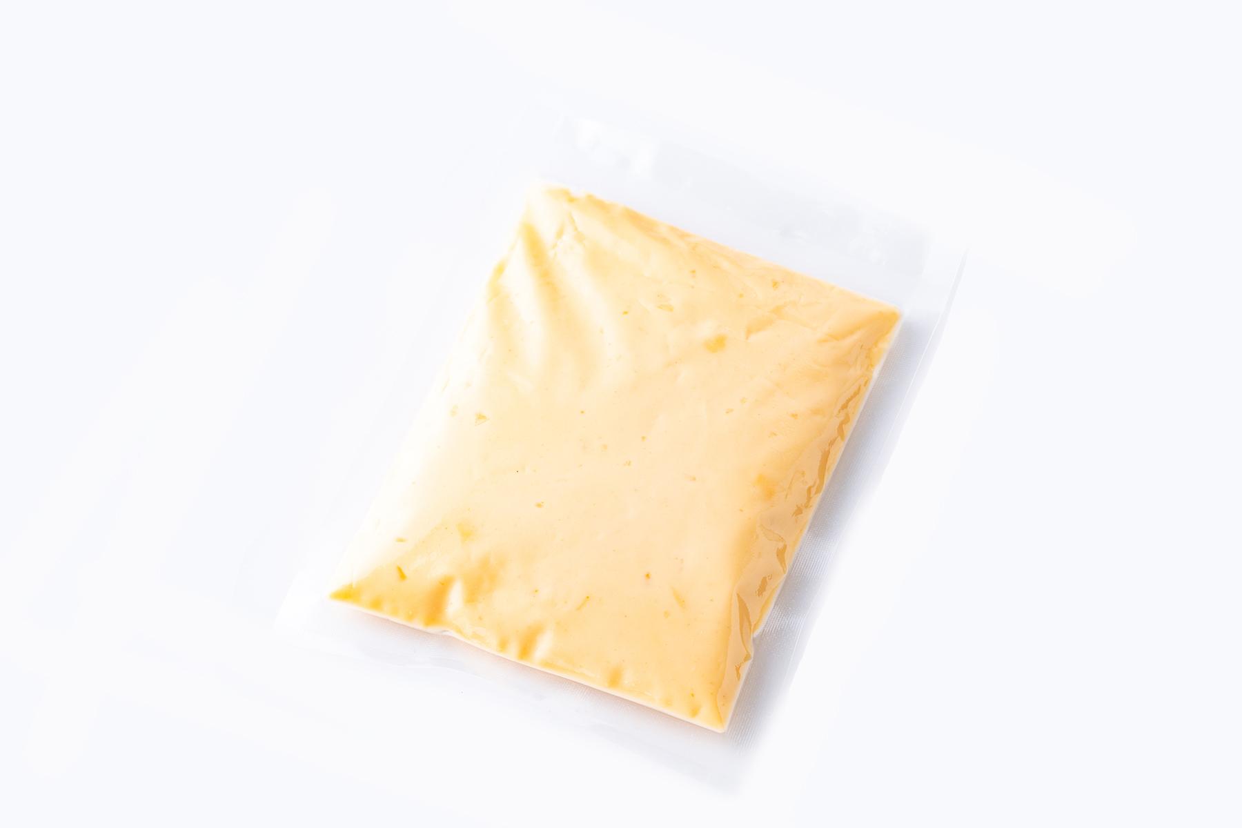 ヴェルサーレ自家製ウニ風味のクリームソース