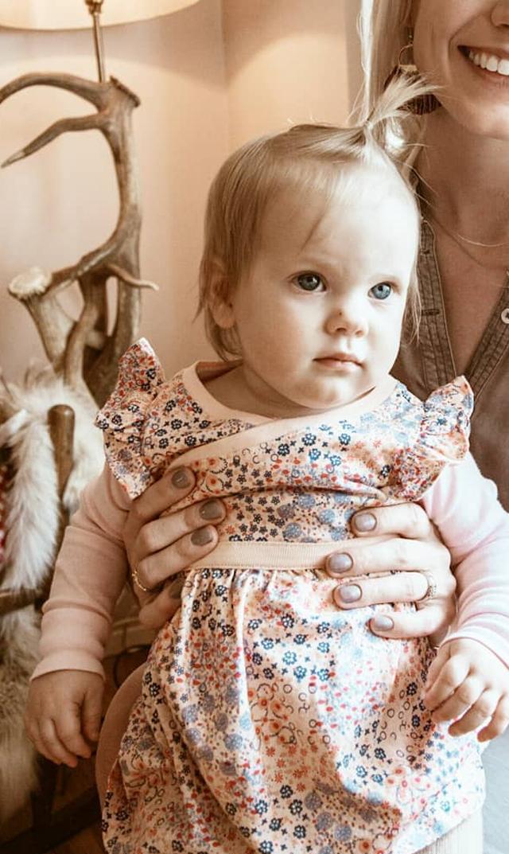【ティー(TEA)】ラップネックドレス(ピンクグロス)/3ヶ月-6歳