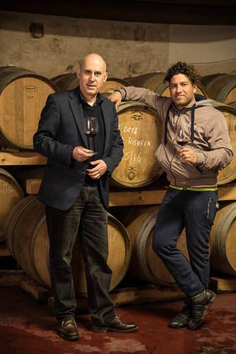 ミケーレ・モルグ氏(左)と畑と醸造を取り仕切るサルヴォ氏(右)