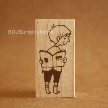 BOUSスタンプ-絵本と男の子。