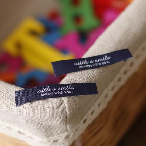 ばら刺繍タグ‐リニューアルwith a smile(紺色×白)