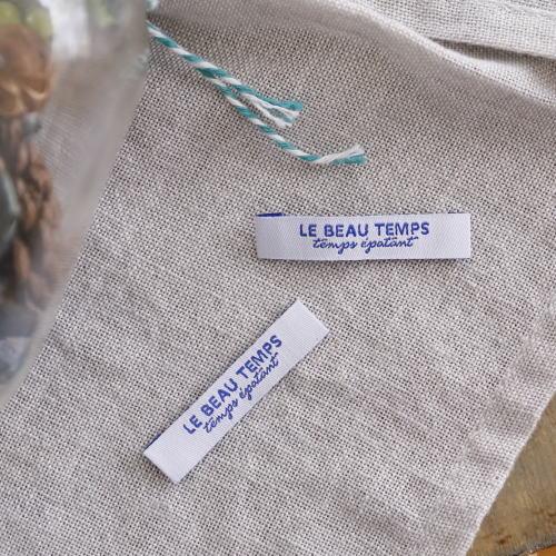 ばら刺繍タグ‐TEMPS(白色×青)