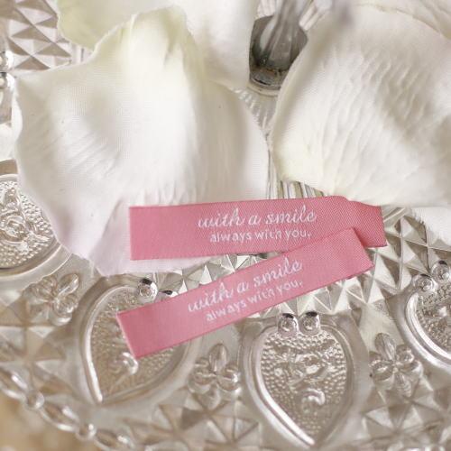 ばら刺繍タグ‐リニューアルwith a smile(ピンク色×白)