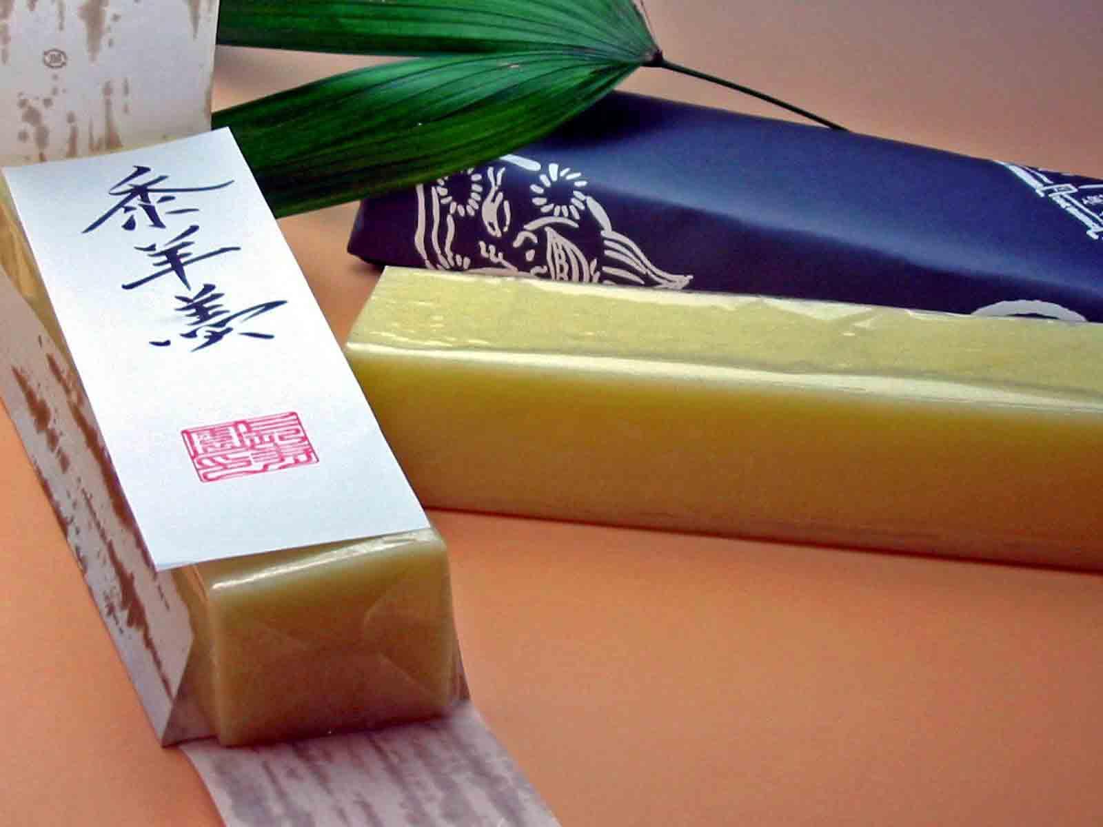 素朴な味わいの「黍(きび)ようかん1棹包み」