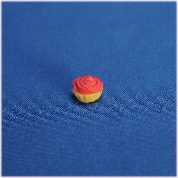ラズベリークリームカップケーキミニチュアパーツ