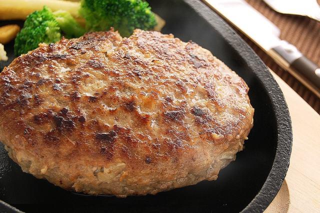 ゆうぜんハンバーグの調理例