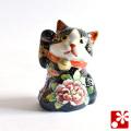 九谷焼 見返り招き猫(右手) 黒盛花と蝶(WAZAHONPO-51561)