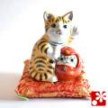 九谷焼 だるま招き猫(左手) 金彩(WAZAHONPO-51586)
