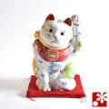 九谷焼 招き猫(左手) 白盛 座布団付(WAZAHONPO-51589)