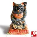 九谷焼 招き猫 置物 黒盛 座布団付(左手・高 約22cm)(w6-1529)