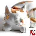 九谷焼 眠り猫オールドタイプ 置物 金ぶち(全長16.8cm)(WAZAHONPO-Kome-04)