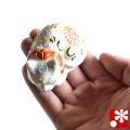 九谷焼 豆眠り猫 置物 白盛(全長6.2cm)(WAZAHONPO-Kome-07)
