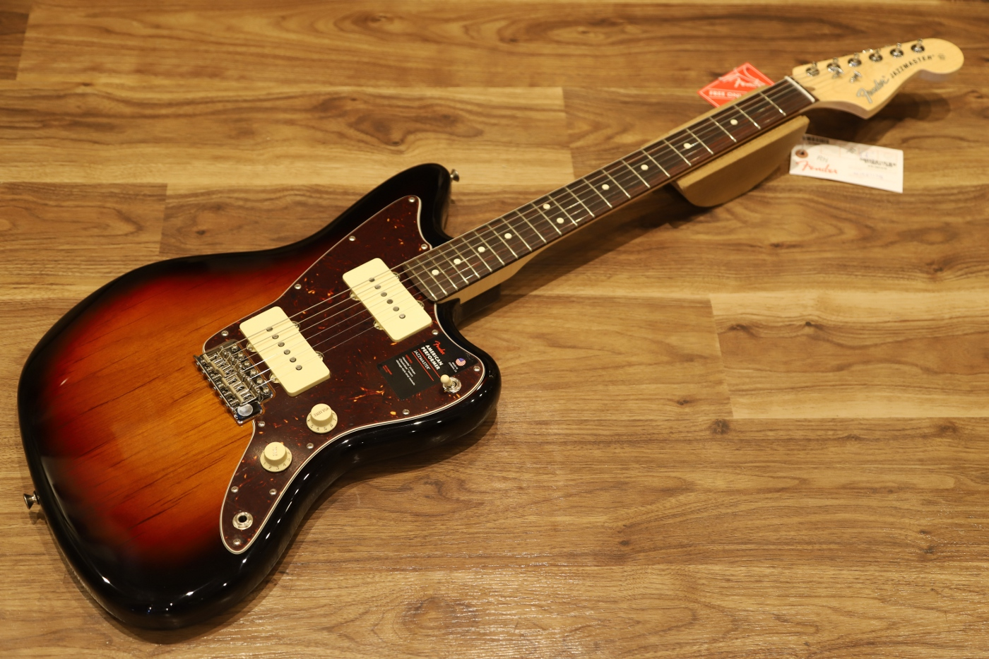 【送料無料】Fender AMERICAN PERFORMER JAZZMASTER® 3-Color Sunburst フェンダー アメパフォ ジャズマスター 【即納可能♪】