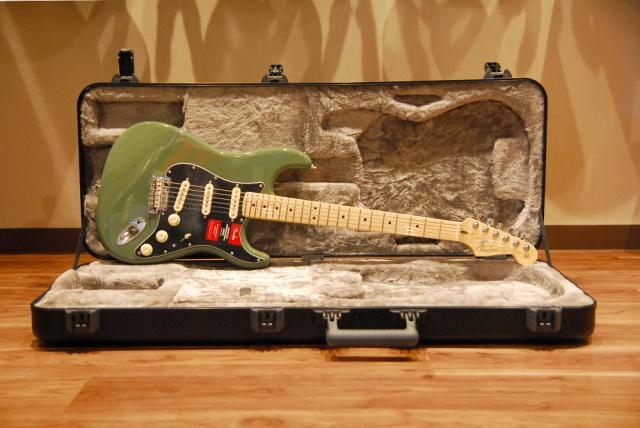 【送料無料】Fender フェンダー American Professional Stratocaster Antique Olive ストラトキャスター/アンティークオリーブ[0113012776]