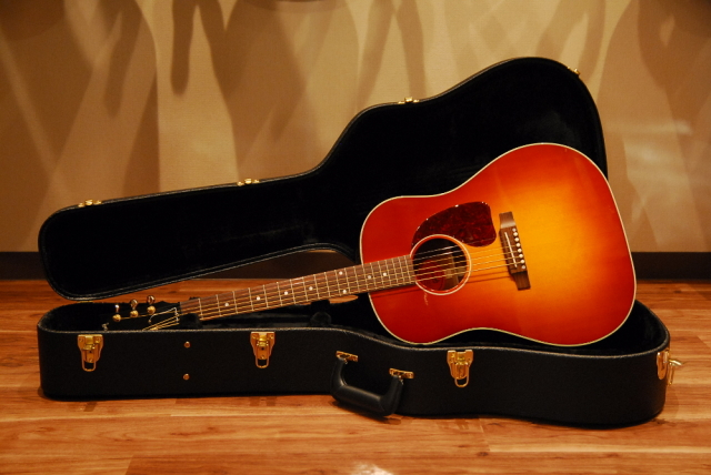 [SALE] 【送料無料】【セール特価】Gibson Custom Shop ギブソン J-45 Limited Cherry Burst [RS45CBGH1] アコースティックギター【返品・交換不可】