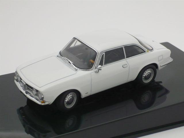 オートアート 1/43 アルファ ロメオ 1750 GTV 1967 (ホワイト)
