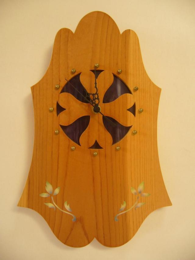 クローバーのスクロールワークと花柄ステンシルの壁掛け時計 【 エレノア W Eleanor W 】