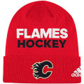 NHL ロッカールーム カフド ニットキャップ フレームス(レッド) adidas Calgary Flames Red Locker Room Cuffed Knit Cap