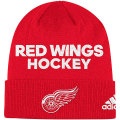 NHL ロッカールーム カフド ニットキャップ レッドウィングス(レッド) adidas Detroit Red Wings Red Locker Room Cuffed Knit Cap