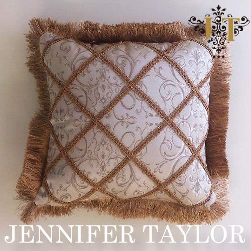【ポイント10倍 8月】ジェニファーテイラー Jennifer Taylor クッションフリンジ・Poinsettia-BE