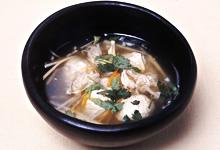 さんごヤマブシタケと魚だんごのスープ