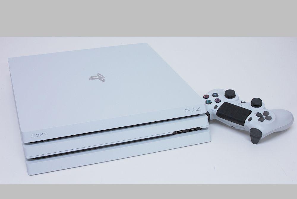 ソニー プレイステーション4 Pro 1TB グレイシャーホワイト CUH-7000BB02【新品・保証付き】