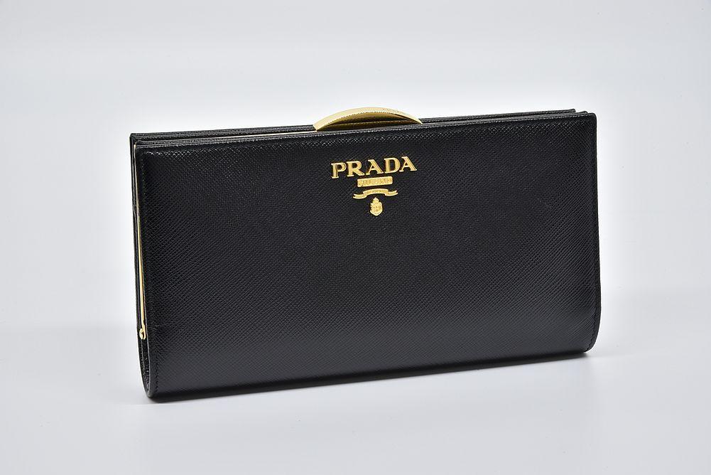 プラダ サフィアーノ メタル PRADAロゴ がま口長財布 ブラック 1ME002
