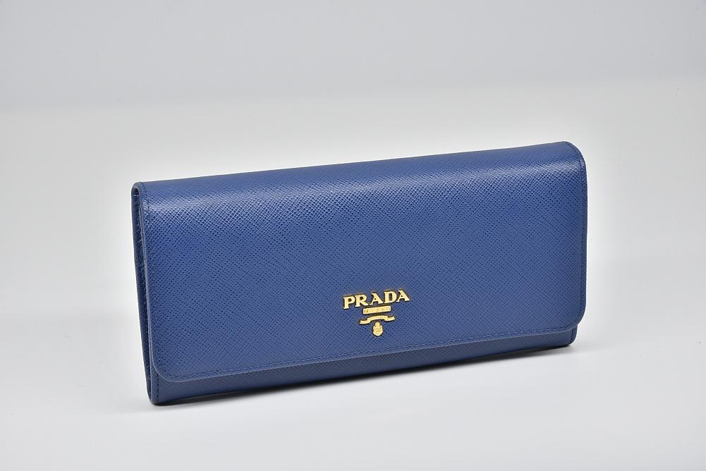 プラダ  PRADAロゴ 二つ折り長財布 パスケース付 ブルー 1MH132